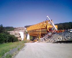Puente en obras. Herramientas de apriete